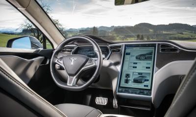 Tesla vernetztes Auto: Fehlerbeseitigung per Connected Car