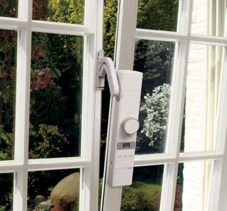 Sicherheit für Senioren: Funk-Fensterantrieb WinMatic