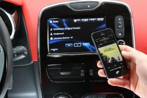 Renault-R-link mit Smartphone