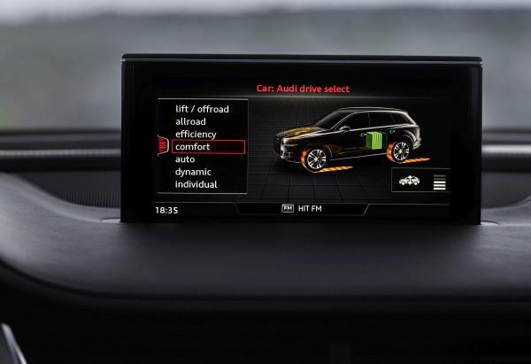 Über den 8.3-Zoll-Monitor im Audi-Q7 e-tron hat der Fahrer Zugriff auf die Bordfunktionen und ein verbundenes Smartphone (Bild: Audi).