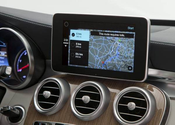 Apple CarPlay Cockpit mit Display 2