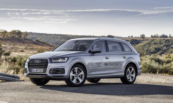 Audi Q7 e-tron 3.0 TDI Quattro ist voraussichtlich ab Früjahr 2015 im Handel (Bild: Audi).