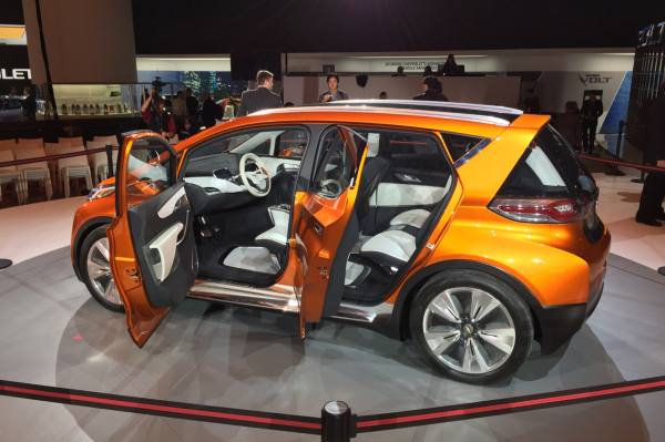 CES 2016 Preview - Connected Car Chevy Bolt