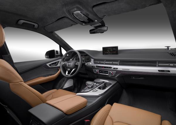Audi Q7 e-tron: Steuerrad und Konsole