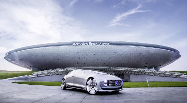 Connected Drive und Baidu CarLife werden wohl bald bei Mercedes mit an Bord fahren (Bild: Mercedes).