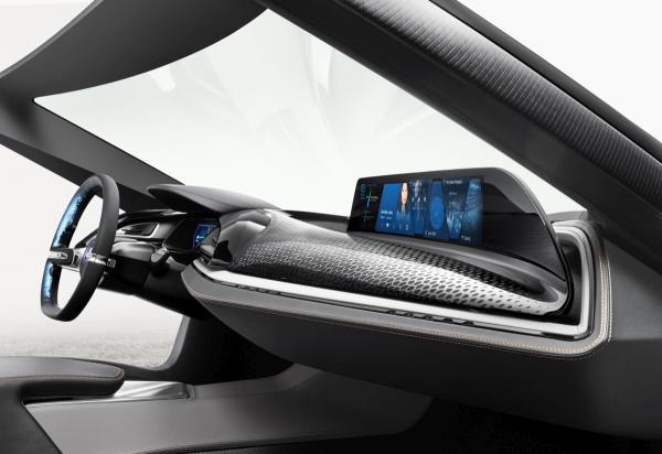 Potenzial für vernetztes Fahren: Größere Monitore und vor allem bessere Routenführung durch Vernetzung führt zu mehr Zeitersparnis.(Bild: BMW).