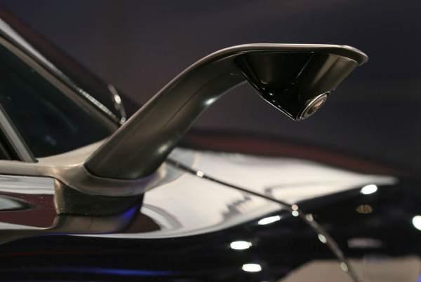 Der McLaren 675LT war eines der Highlights bei der CES 2016 in Las Vegas. Die Briten haben in Kooperation mit JVC-Kenwood erstens ein HeadUp-System in den Supersportler eingebaut, zudem kommt der Brite ohne Außenspiegel, dafür mit fest installierten Kameras aus (Foto: McLAren)..