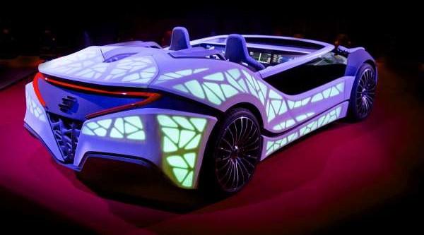 Auf der CES 2016 zeigte Bosch in einem Showcar eine neue Art der Kommunikation zwischen Mensch und Technik. Armaturenbrett und Mittelkonsole sind in einem rein elektronischen Display vereint. Dessen Inhalte passen sich an die aktuelle Umgebung des Fahrzeugs an.