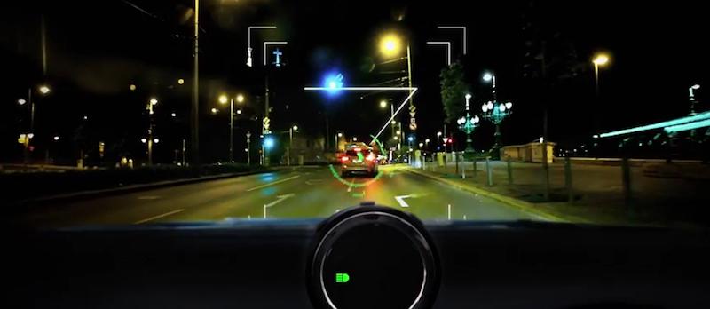 Die Mobileye Serie 560 kann auch bei Dunkelheit den vorausfahrenden Verkehr scanen und beobachten.