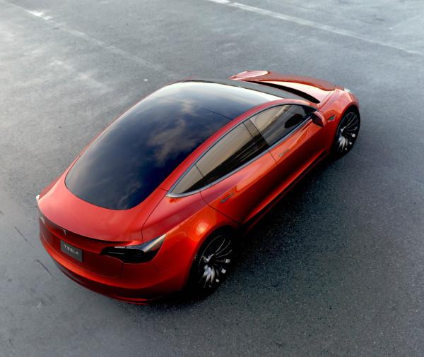 Tesla Model 3 mit einem riesigen Glasdach gezeigt.