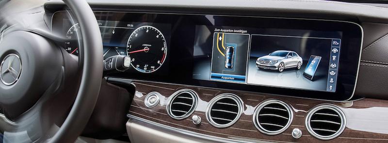 Connect Me: Vor allem der sehr grosse Monitor im S-Klasse Coupé von Mercedes-Benz passt wunderbar zum Conncect Me Service.
