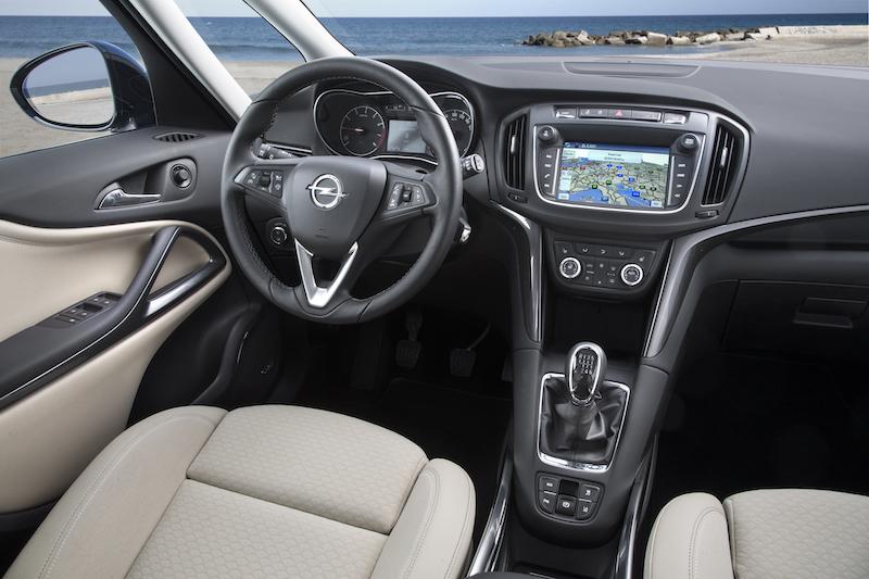 Das Cockpit der Opel Zafira 2017 ist ergonomisch bestens gestaltet. Der 7-Zoll-Monitor ist die Schaltzentrale aller Online-Aktivitäten.