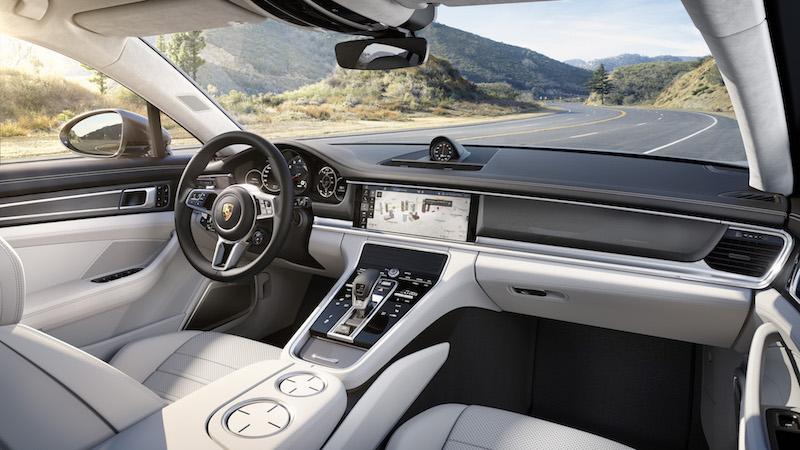 Der neue Porsche Panamera wirkt mit dem neuen Cockpit wesentlich moderner.
