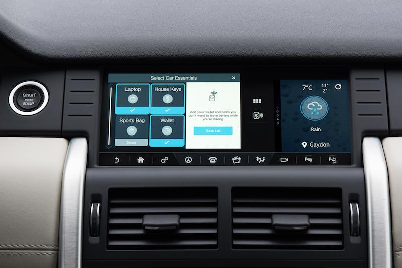 Der neue 10,2 Zoll große Monitor im Land Rover Discovery kann nun noch mehr Funktionen anbieten. Das spart Platz auf der Mittelkonsole.