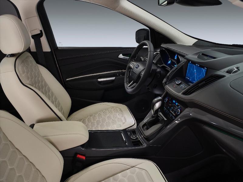 Der neue Ford Kuga ist jetzt mit einem noch grösseren Info-Touch-Screen und dem neuen Ford Sync 3 ausgestattet.