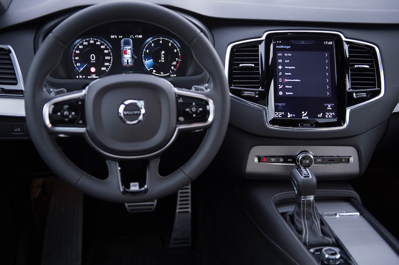 Der neue Volvo XC90 bietet zahlreiche Apps und kann sogar Parkgebühren bezahlen.