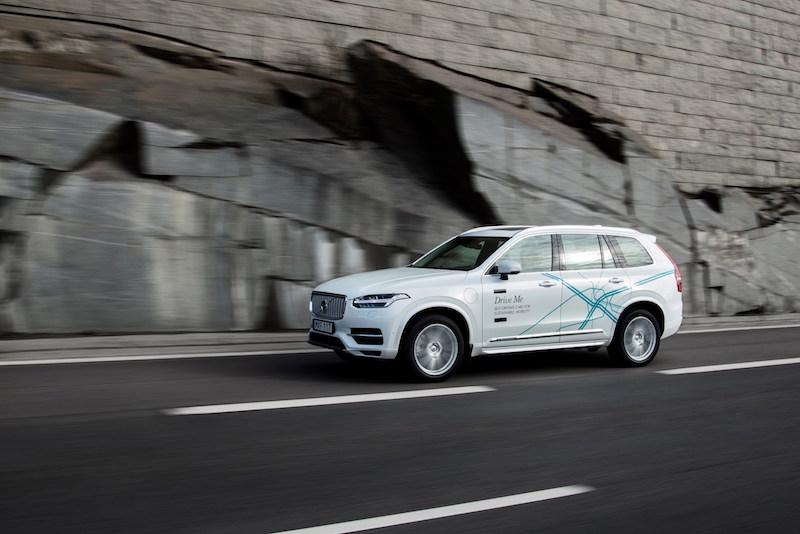 """Der schwedische Hersteller Volvo ist seit Jahren für seine Sicherheitstechnik bekannt. Mit dem """"Pilot Assist"""" fahren die Schweden nun auch teilautonom bis Tempo 130."""