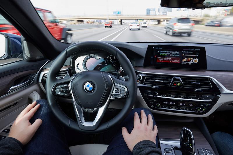 BMW CES 2017: Hände weg vom Steuer. Während der 5er automatisiert durch Vegas rollt, bestellen wir einen Tisch im Restaurant.