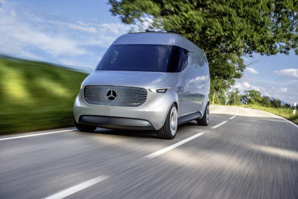 Mercedes-Benz CASE: Der Mercedes-Benz Vision Van soll zeigen, dass auch der Nutzfahrzeug-Markt sehr bald über ausgefeilte Digitalisierungs- und Vernetzungs-Technik verfügen wird.