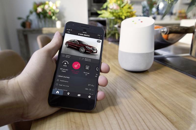Mercedes-Benz CASE: Der Kontakt zwischen Mobilphone und dem eigenen Mercedes wird in Zukunft über eine Cloud organisiert und verwaltet.