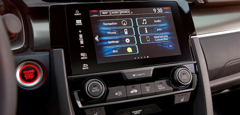 Neuer Civic mit Honda Connect: Der 7-Zoll-Monitor liefert reichlich Informationen und gestochen scharfe Grafiken.