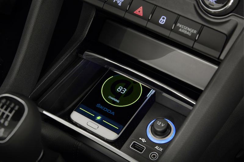 Connected Future - Das Handy an Bord ist bereits heute Standard, dank Android Auto oder Apple CarPlay.