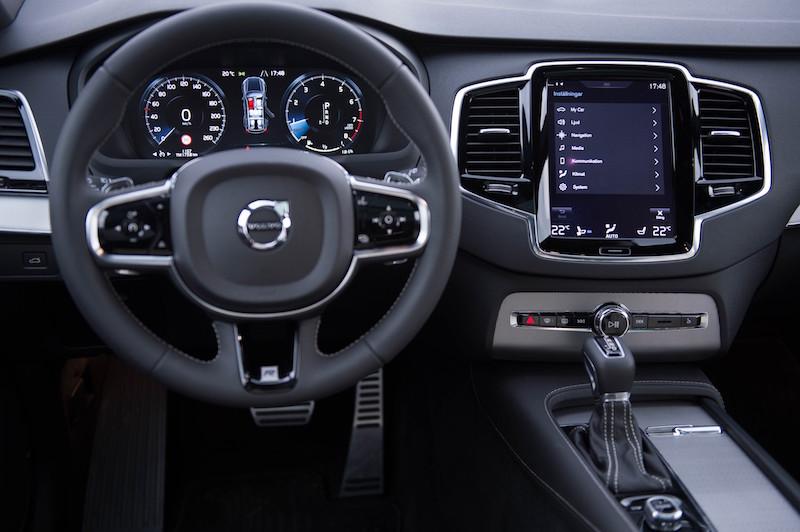 Praxistest Volvo XC90 - Das Cockpit im neuen Volvo XC90 ist elegant, aufgeräumt und dank des großen Monitors sehr einfach bedienbar.