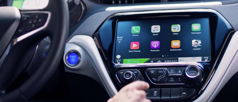 Opel Ampera-e - Dank des großen 10,2-Zoll Monitors werden die Apple CarPlay-Icons nun wesentlich grüßer dargestellt, zudem ist die Navi-Optik nun wesentlich besser und klarer.