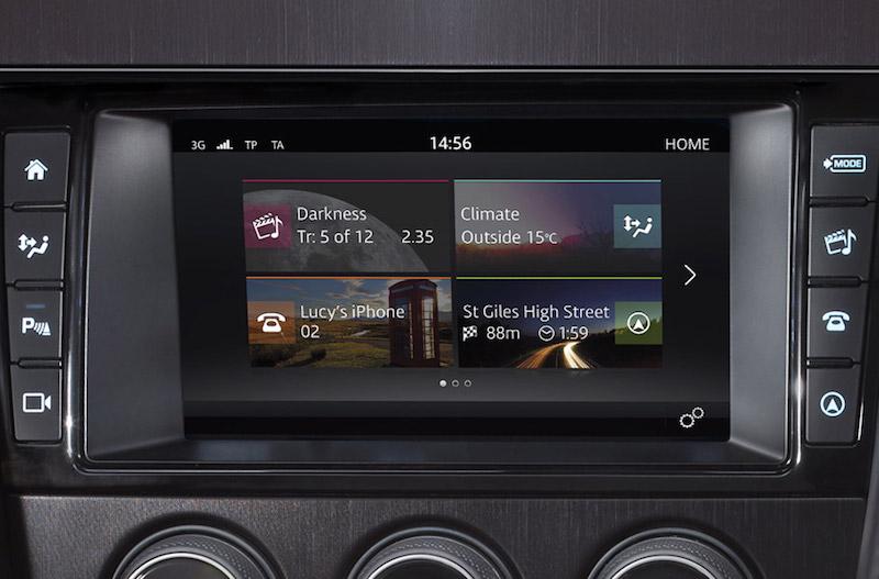 Praxistest Jaguar F-Type. Der Touchpro Monitor liefert gestochen scharfe Navidaten, die extrem schnell zur Verfügung stehen. Foto: Jaguar USA