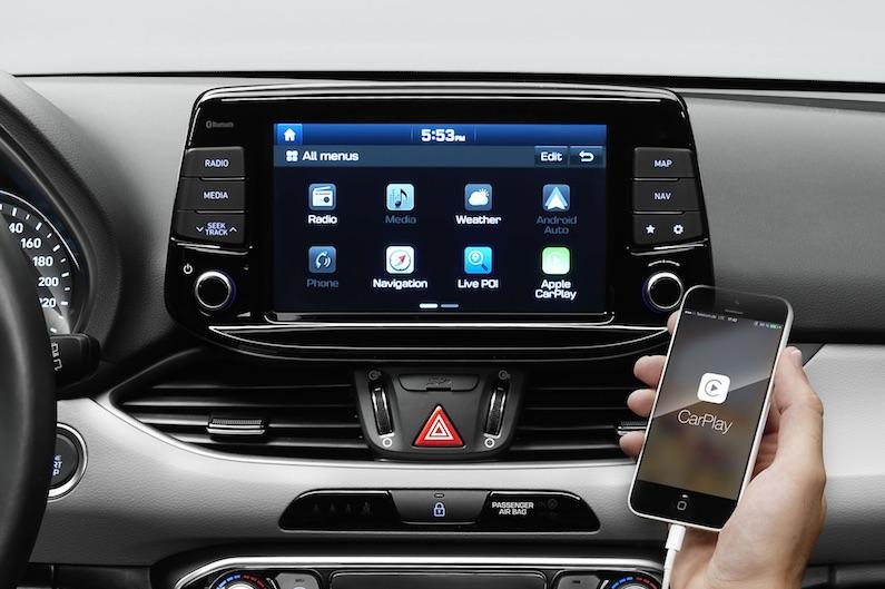 Hyundai i30 - Volle Connectivity nur gegen Aufpreis. Mit dem 8-Zoll-Touchsreen und dem Digital-Paket ist der i30 ein sehr kommunikativer Kompakt-Wagen.