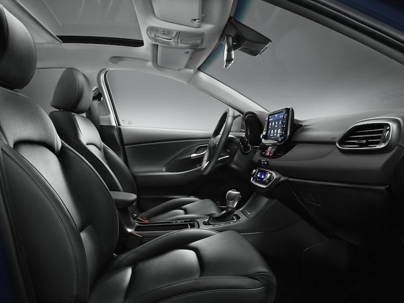 Hyundai i30 - Volle Connectivity nur gegen Aufpreis. Der kompakte Koreaner liefert nicht nur ein ansehnliches Cockpit, er kann auch, gegen Aufpreis, vernetzt werden.