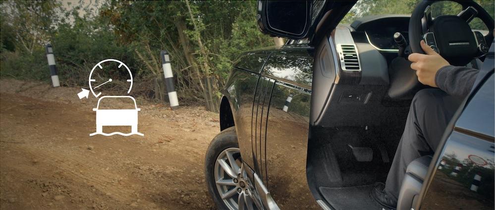 Praxischeck Range Rover Vogue – Vernetzt in den Lowlands. Im Gelände ist dank der neuen App plus dem All Terrain System jedes Revier befahrbar.