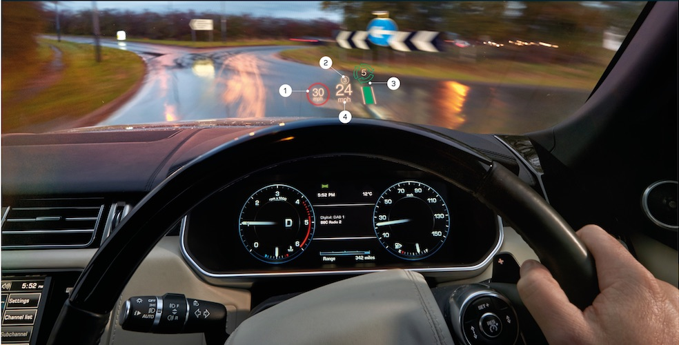 Praxischeck Range Rover Vogue – Vernetzt in den Lowlands. Das Thema Kreisverkehr in England ist für unseren Testwagen kein Problem.